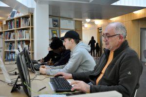 Médiathèque accès aux ordinateurs