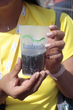 Des gobelets réutilisables sont mis à disposition par la Ville aux bars et restaurants. Ils vous sont remis en échange d'une consigne d'un euro en plus de votre boisson. ©Daniel Osso
