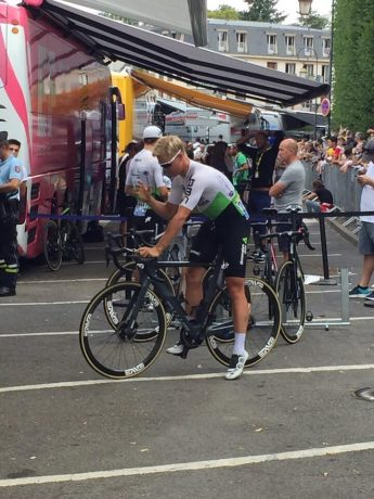 Les coureurs se mettent en place pour la dernière étape du Tour de France !