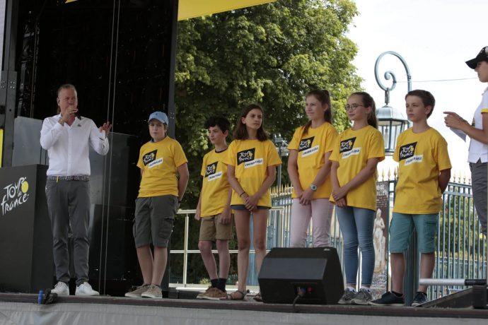 Présentation au public des gagnants de la Dictée du Tour