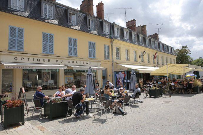 Instantanés du Tour de France à Rambouillet : en attendant le passage de la Caravane et le départ des coureurs ! © Daniel Osso et Jean-Yves Lacôte