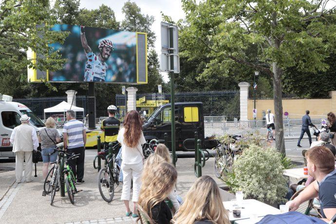 Un écran géant est installé place Félix-Faure pour suivre le Tour de France ! ©Daniel Osso